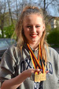 2016-05-01-deutschland-cup-rsg-2016-alina-mit-medaillen